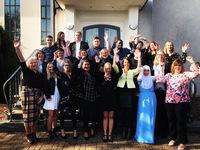 21 Altenpflegerinnen und Altenpfleger absolvieren ihr Examen Enger.